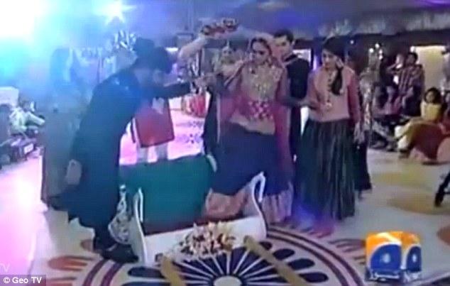 這就是那個電視節目的婚禮場面: