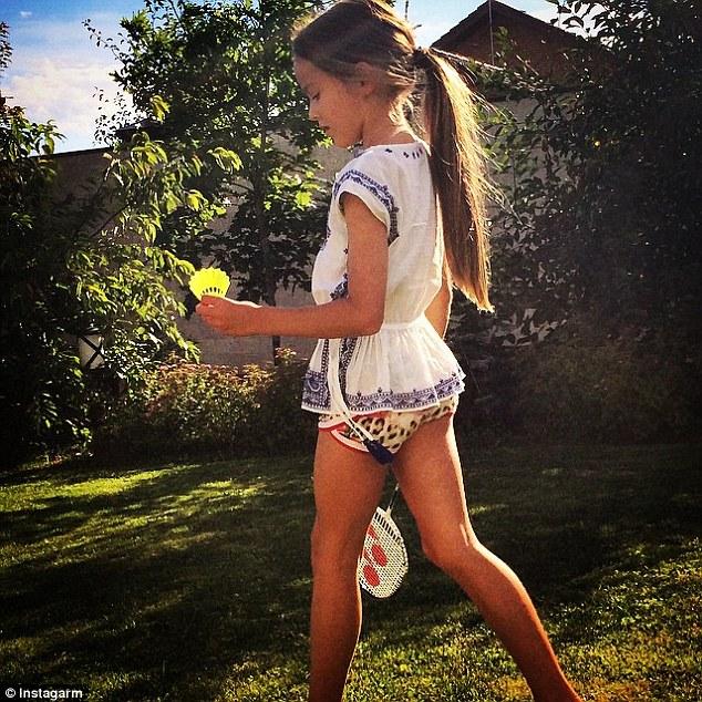 在一些她有化妝、穿著一些比較裸露的照片中,也招來了一些網友的不同聲音,像是在Kristina 一張穿著豹紋短褲的照片上說「以小孩子而言,這是張很詭異的照片」。