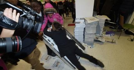 誰說外國人不貪便宜?這些黑色星期五的瘋狂購物日照片,會真的把你給嚇壞!