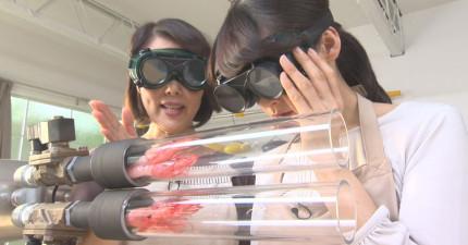 我不敢相信...這兩個女生只用3秒就做出美味的炸蝦!