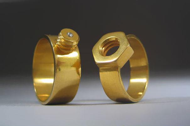 #19 螺母和螺栓結婚戒指。