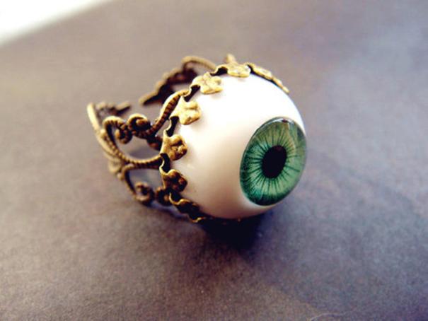 #24 眼球戒指。