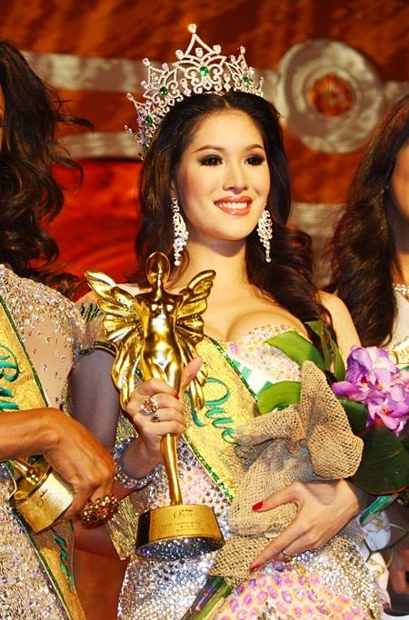 """泰國的Sirapassorn Atthayakorn(又叫做Sammy)於2011年贏得國際皇后小姐(""""Miss International Queen"""",又名國際變性人選美大賽)。"""