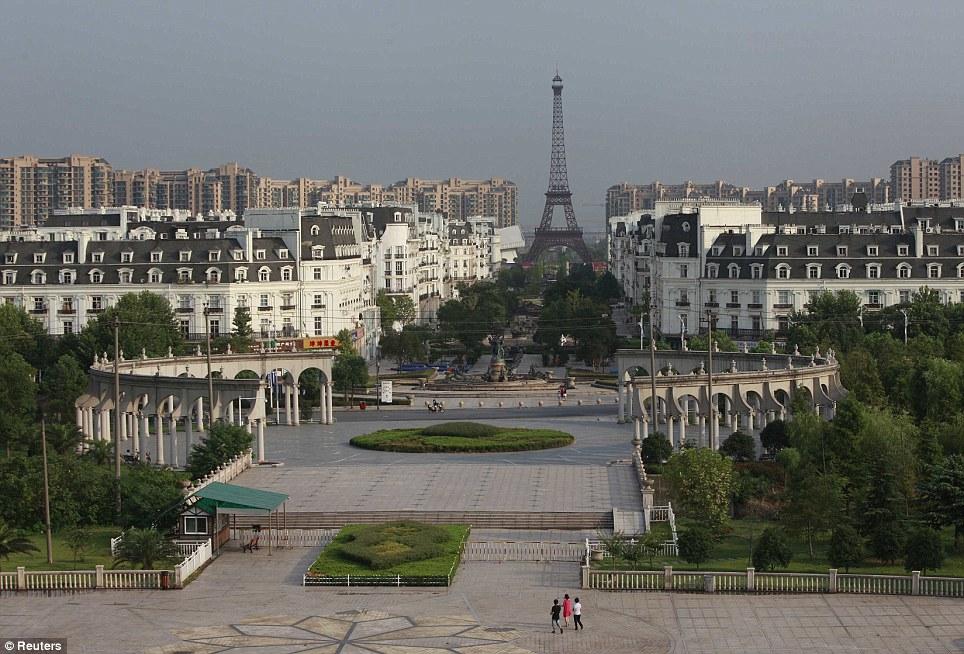 杭州天都城雖然是複製版的小巴黎,但事實上空蕩蕩的,並不特別熱門。