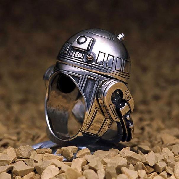 #14 R2-d2 (是出現於電影星球大戰系列中的一個機器人角色)戒指。