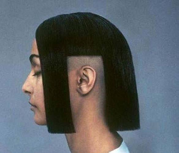 2.) 我知道,有時候長頭髮要聽耳機真的有一點麻煩,但有需要這樣子嗎?