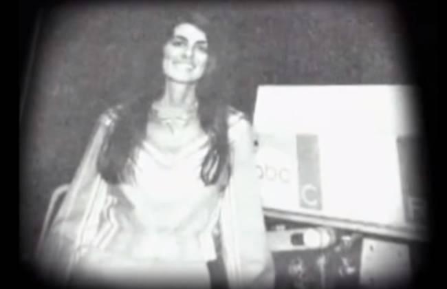 1974年女記者現場轉播時說:「給您最真實的最新消息」,接著舉槍自盡。