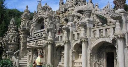 這個郵差花了33年每晚收集小石頭,製作出這個後來被列入為文化遺產的豪華宮殿。