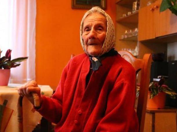 一家人的門鈴響起,打開門,竟然是他們高齡91歲已故的老奶奶?!