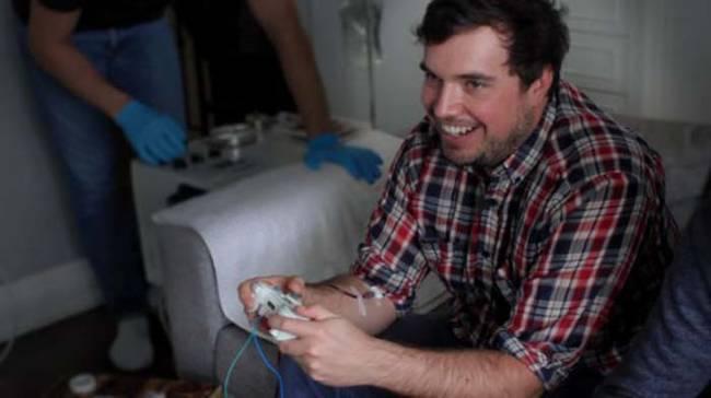 這個電動遊戲會讓你在玩的時候,同時抽你體內的血。