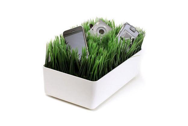 4. 草地充。同时为你的3c产品充电。