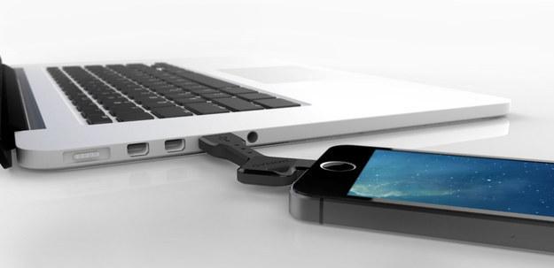 22.钥匙尺寸的USB传输线,方便随时随地充电!