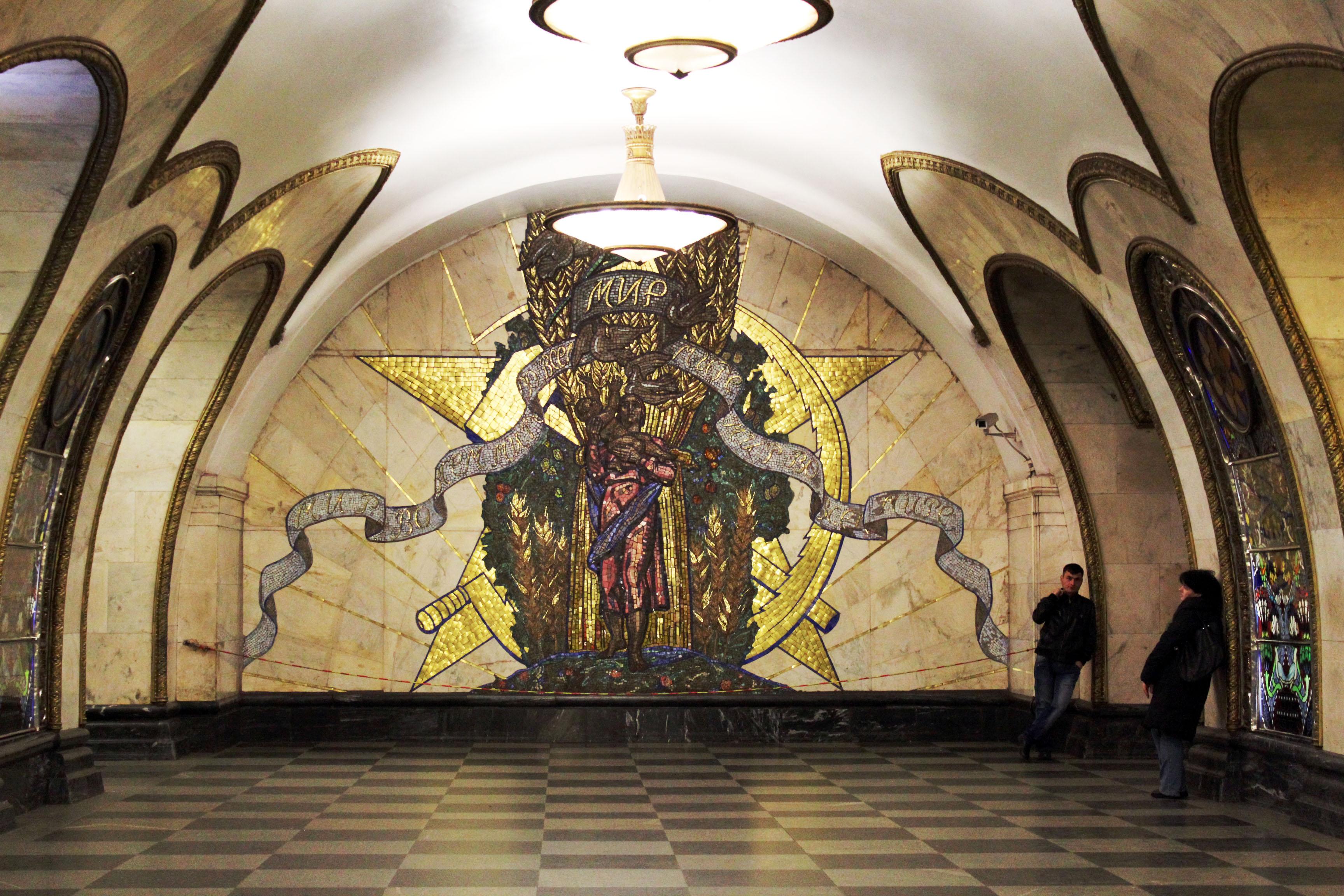 莫斯科地鐵裡面的設計真的美到會讓你想要永遠住在裡面。而且太多種風格了吧?