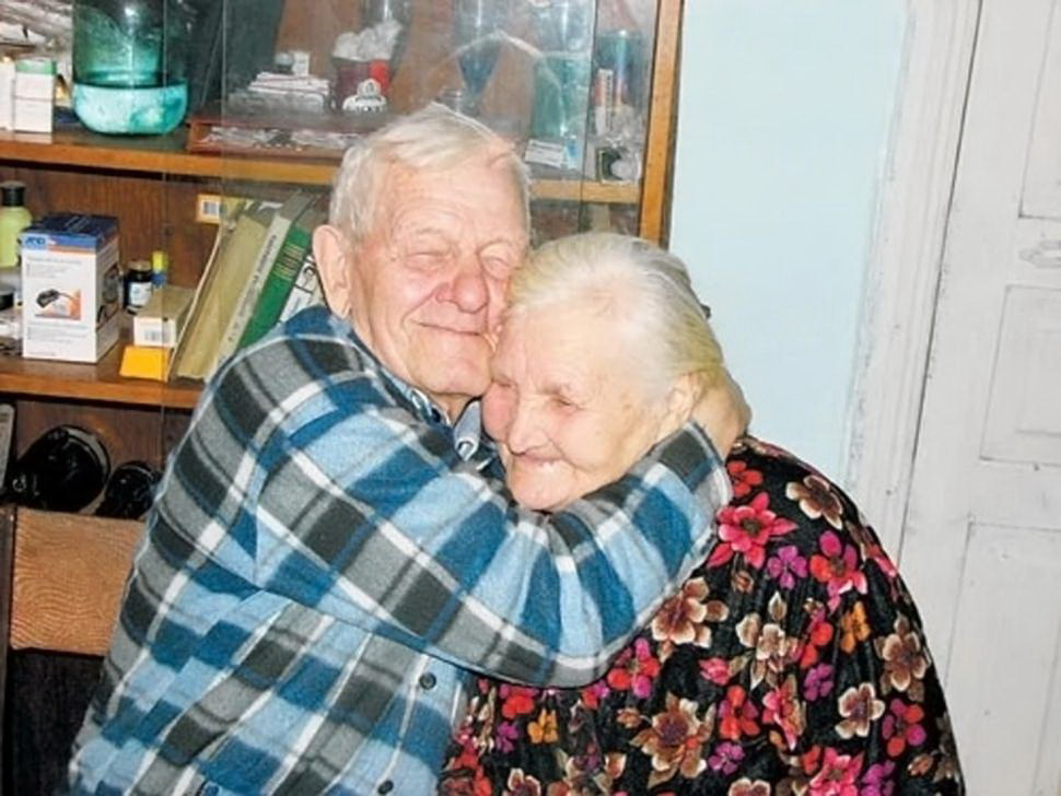 他們因戰亂被拆散了。60年後,他們的重逢變成最值得拍成電影的驚世愛情故事。