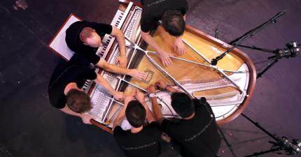 這5個人一起彈奏鋼琴會是你看過最驚奇的表演。