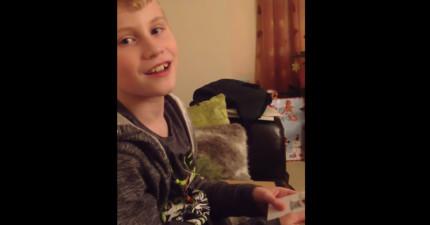 他為了想要一個弟弟煩他的父母親好多年了。今年他收到一張聖誕卡片,讓他整個人爆炸驚喜。