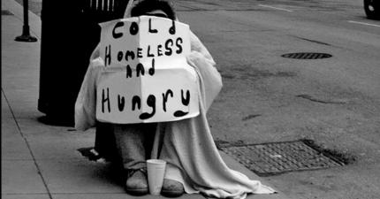 女大生在半夜的街頭無助回不了家,一位遊民接近了她...然後做了世界上很少有人會做的善舉。