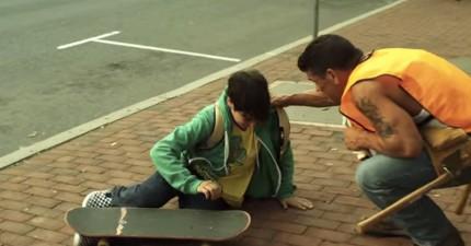 一位小男孩在溜滑板時跌倒了...接下來發生的每件事都會點亮你的心!