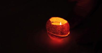 別木訥了!快學會怎麼在30秒內做出可以改變居家氣氛的浪漫橘子燈!