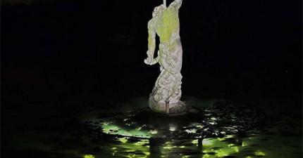 平靜湖中的海神雕像看起來很平凡,但底下卻暗藏著百年前的輝煌機密。