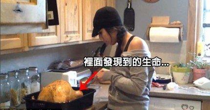 她在火雞裡發現的另一隻雞,讓她整個崩潰暴走…但我快笑死了!