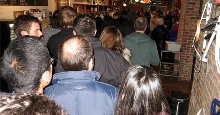 這間酒吧不賣酒,但開幕當天居然大爆滿!