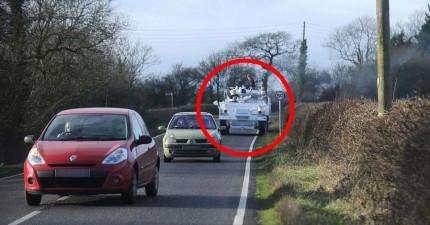 早上爸媽都開車上路送孩子上學,等等,為什麼這位爸爸開坦克車啦!