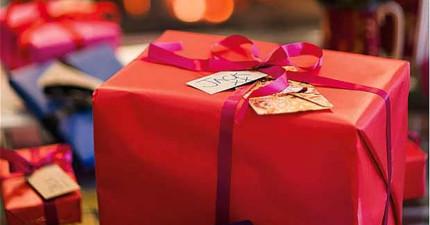 女孩意外發現男友劈腿,選擇在聖誕節用最諷刺的「禮物」來報復他!