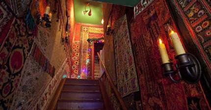 勇敢的老奶奶請了一堆藝術家朋友來家裡盡情發揮,沒想到造就了讓人羨慕的魔幻空間!