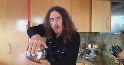 不要再說不會變魔術了,這邊有一個花3秒就能學會的「漂浮魔球」魔術。