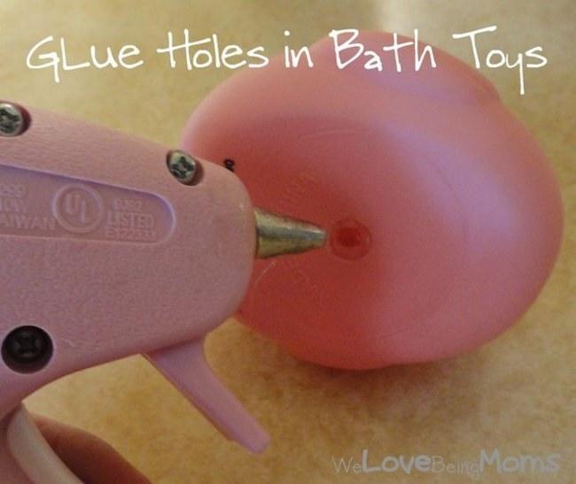 用熱熔膠把洗澡的橡膠玩具底部封起來,裡面就不會發霉囉!