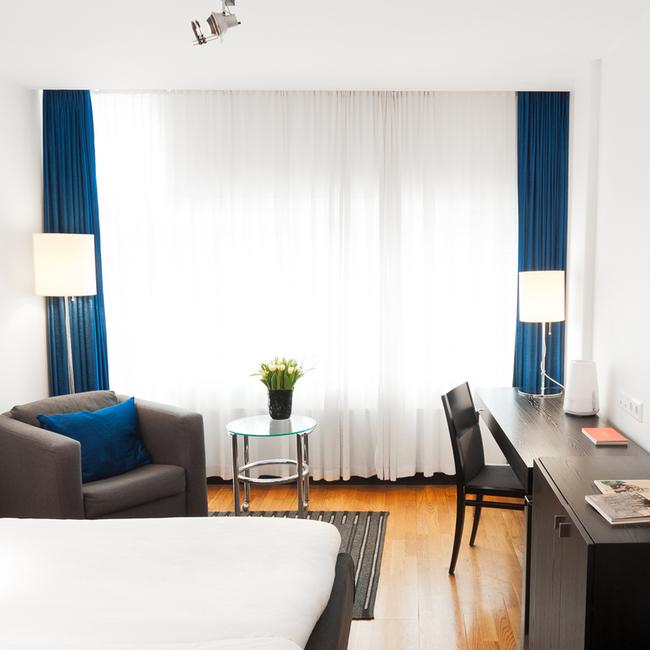 想住這間豪華飯店不一定要付錢,你可以付你的「Facebook人氣」。