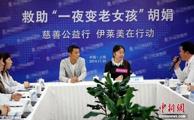 在上週,胡娟來到了上海,尋求整形外科的協助,讓她可以回到她應有的容貌。然而,醫生目前還無法確保手術會有多成功。