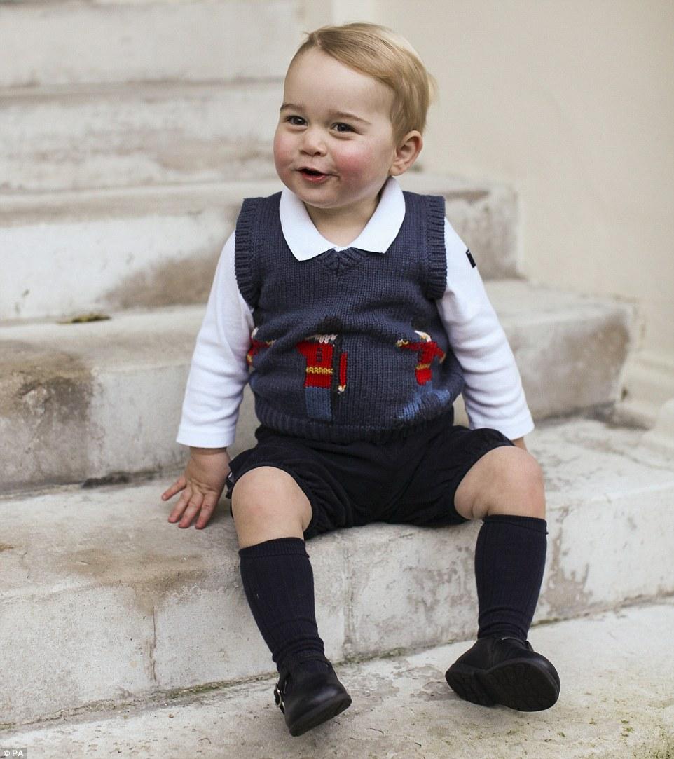 英國皇室終於揭開小王子最新的超萌照片。「完美皇室等級的可愛」讓我完全內傷了!