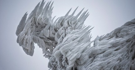 最瘋狂的冰風暴席捲後,居然創造出跟《冰雪奇緣》完全一樣的雪白夢幻國度。