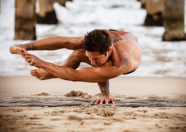 瑜伽才不是女性專利,男性展現的身體之美會讓你驚艷不已!