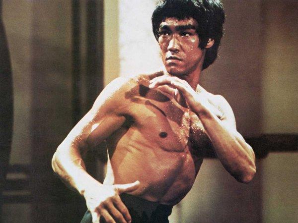 你一定以為李小龍只會武功。他的這一段話可能可以改變你人生中所有的苦惱。