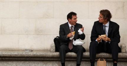 薪水不會一輩子上升,這是你20、30、40該有的財富管理態度。