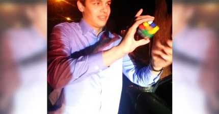 讓這個男生教你如何利用魔術方塊解開被開超速罰單的命運。