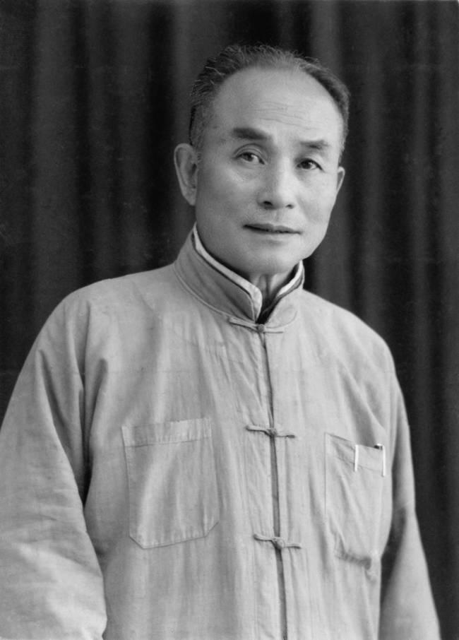 這名男子持續62年從1907開始拍自己的模樣,看到他服裝風格一直改變讓人見證了中國3大歷史轉變...