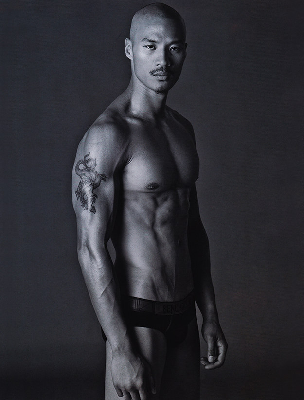 13. 謝天謝地,模特兒Juan Paolo Roldan似乎對穿衣服過敏。
