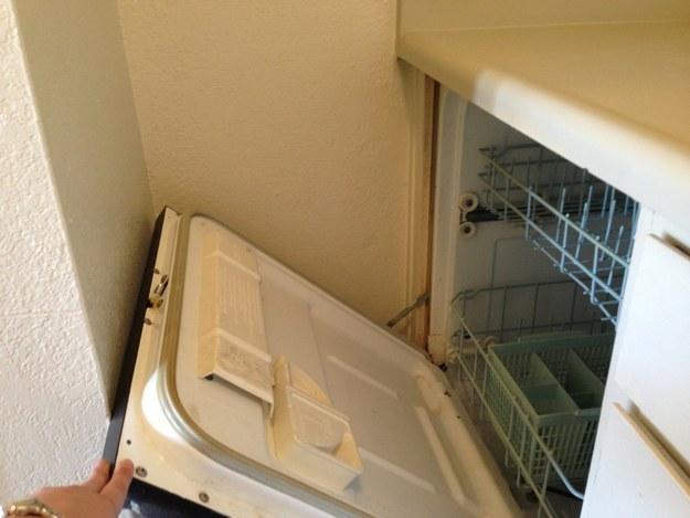 23. 史上最不方便的洗碗機。