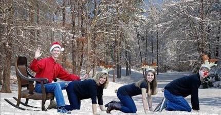 我為收到這21張家族自製聖誕卡的苦命人感到同情。