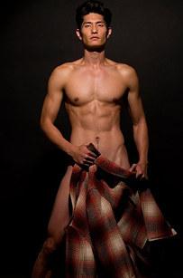 21. 當然不能忽略模特兒Daniel Liu這秀色可餐的男人。