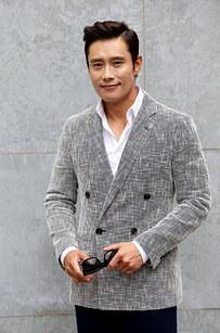 15.李秉憲(Byung-hun)根本就是令人驚歎的男神始祖。