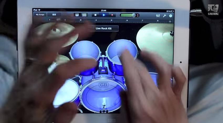 這個男生利用iPad證明給你看,以後可能樂器都要被淘汰掉了。