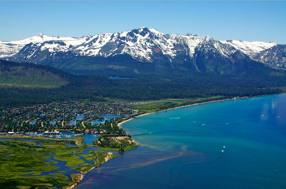 加州與內華達州的太浩湖(Lake Tahoe in California and Nevada)