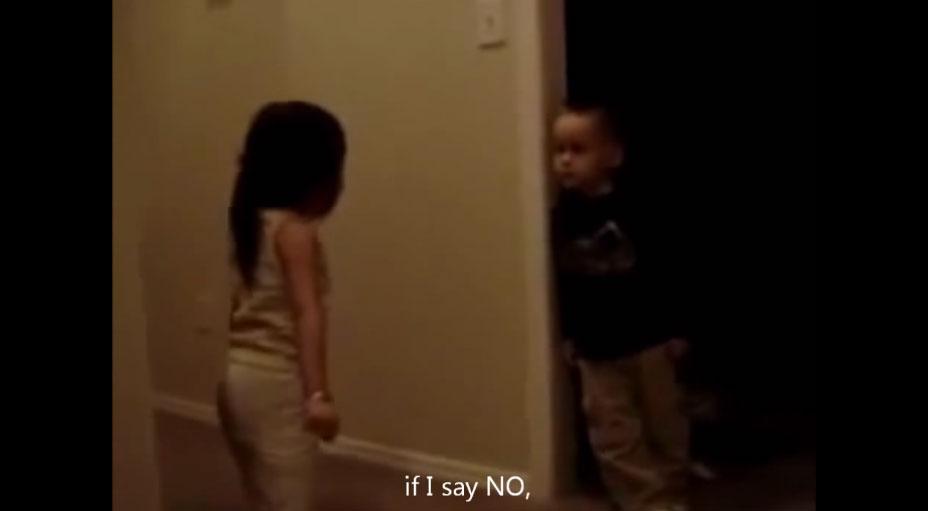 這兩個4歲小朋友之間的大聲爭吵,證明男生最終還是吵不贏女生。