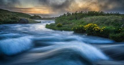 最新研究指出:時間並非像水流一去不復返,你其實和過去、未來的自己同時存在。