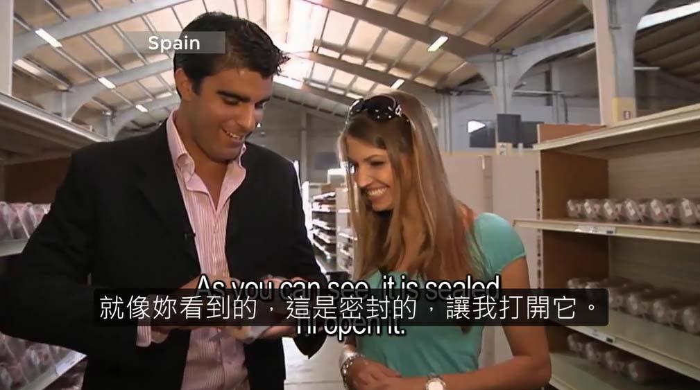 這個模特兒去拜訪一間複製她私密處的工廠。這可能是我看過最奇怪的影片。